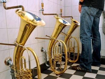 20090511100453-urinario-trombon.jpg