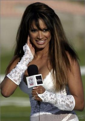 20091215192122-sideline-reporter-jugila.jpg