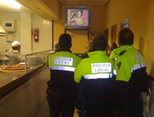 20090126122040-policias-locales-en-plena-investigacion.jpg